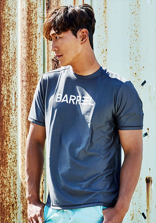 5%쿠폰/배럴 맨 숏 슬리브 래쉬가드/BARREL SHORT SLEEVE RASHGUARD(BWGMRGT001)_DARK GREY_NB6703DY/S7B6703DY