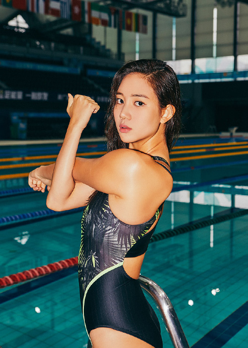 배럴 우먼 트레이닝 핏 패턴 트위스트 백 스윔슈트_BARREL(B966)_BWIWSWO005_WMS TRAINING FIT PT TWIST BACK SWIMSUIT_NEON FARM_NB6984ZI_SQB6984ZI