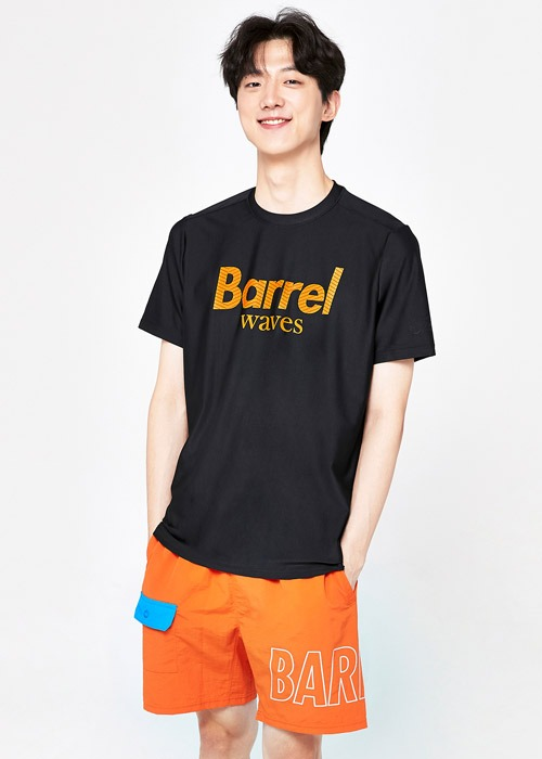 배럴 유니섹스 피크 숏 슬리브 래쉬가드_BARREL(A058)_BG2YWRG42_PEAK SHORT SLEEVE RASHGUARD_BLACK_S7B6021BK